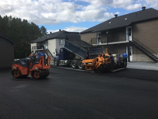 Pose d'asphalte
